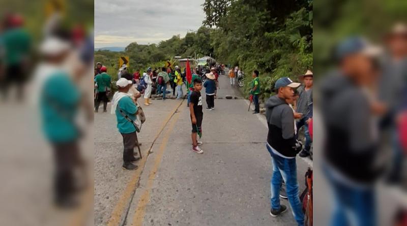 Campesinos realizan bloqueo de la vía Mocoa – Puerto Asís en Putumayo.