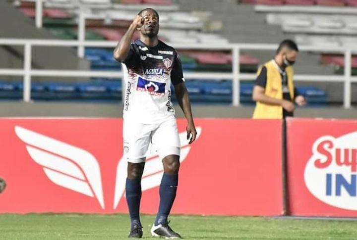 Junior, con triplete de Carmelo Valencia, derrotó a Independiente del Valle en la Libertadores