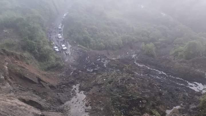 Un deslizamiento bloqueo la via hacia Tumaco