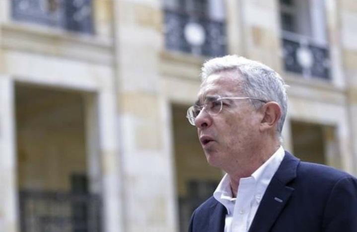 Fiscalía definirá antes del 6 de marzo si llama o no a juicio a Álvaro Uribe