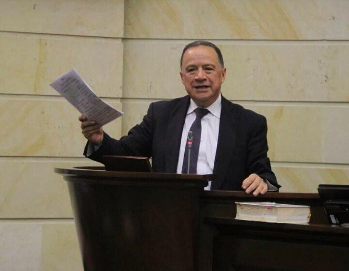 Falleció senador Eduardo Enríquez Maya por covid-19
