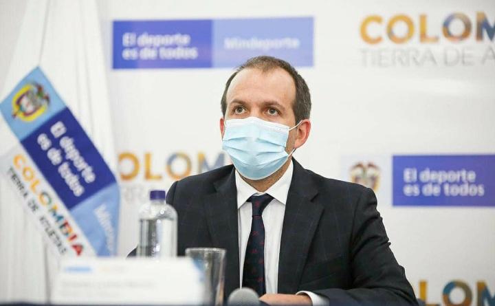 Ernesto Lucena sale del Ministerio de Deporte
